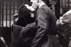 Soldier's Farwells at Pennsylvania Station, Alfred Eisenstaedt (1943)