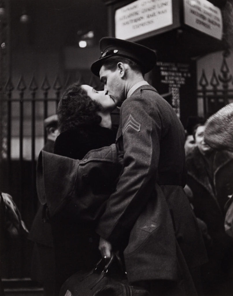 Penn-Station-1943-bacio
